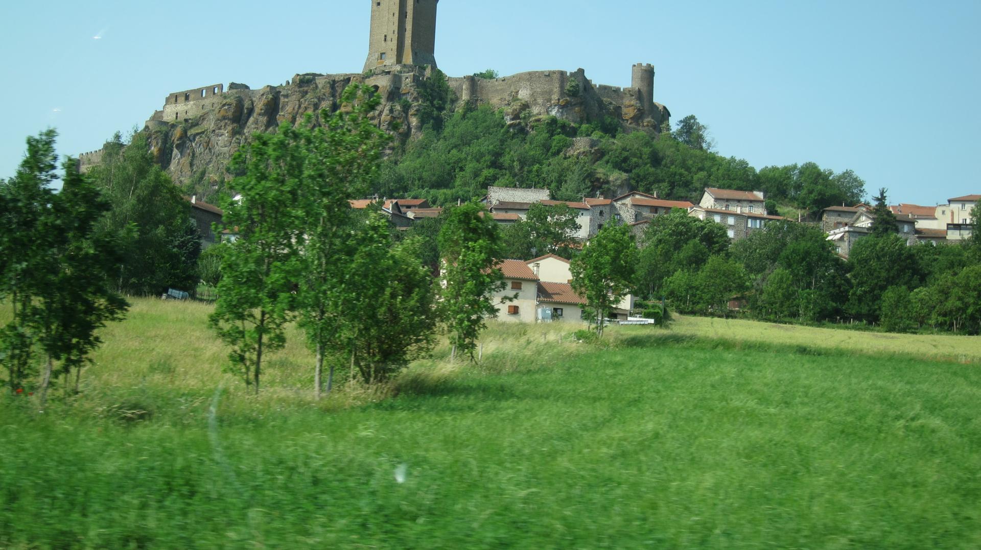 Le chateau de polignac a proximite